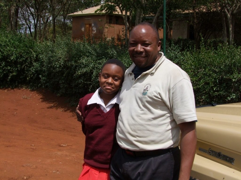 Tanzanian Guide with daughter
